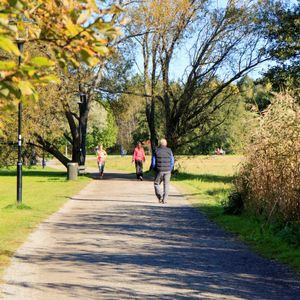 Promenadstråk längs Råstasjön