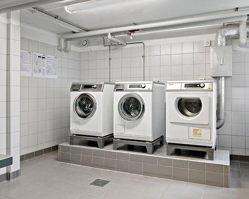 Tvättstuga med Mielemaskiner