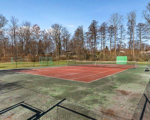 Gemensam tennisbana