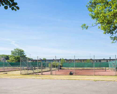 Tennisbanor 4 st i Förslöv ca 150 från huset