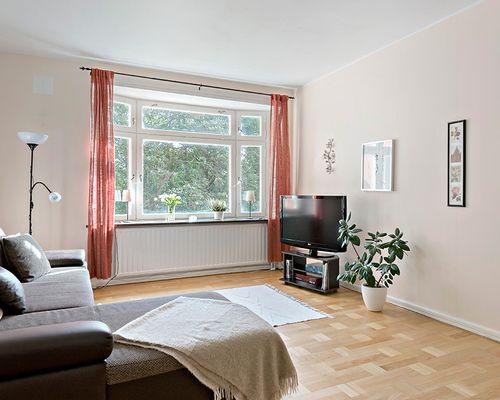 Vardagsrum med vackert burspråk