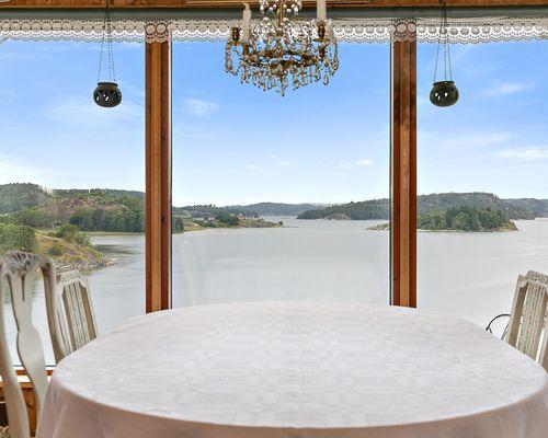 Utsikt från matplatsen i vardagsrummet