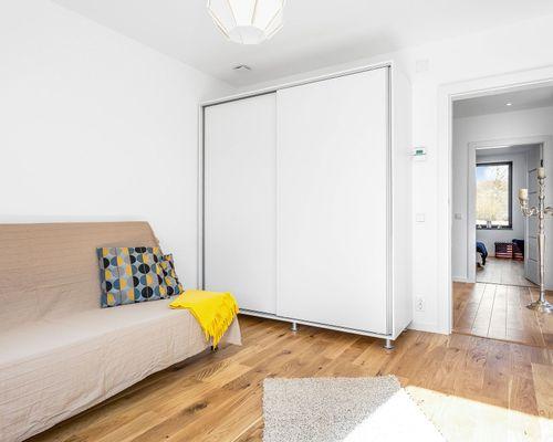Sovrum 4 mot möblerbar hall