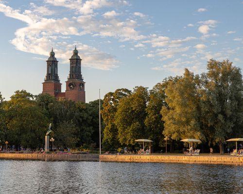 Mot stadsparken och kloster