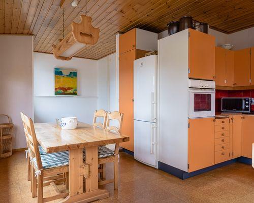 Övervåning med kök och matplats