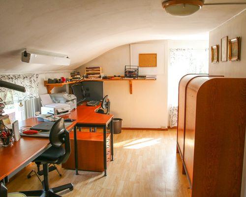 Sovrum (3)/ kontor på ovanvåning