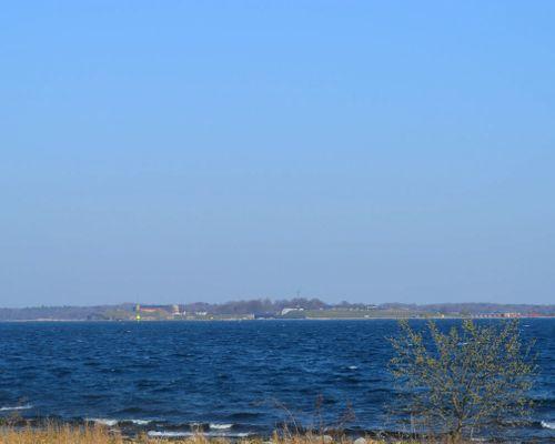 Nära havet ligger tomterna - Här ser ni Kungsholms fort