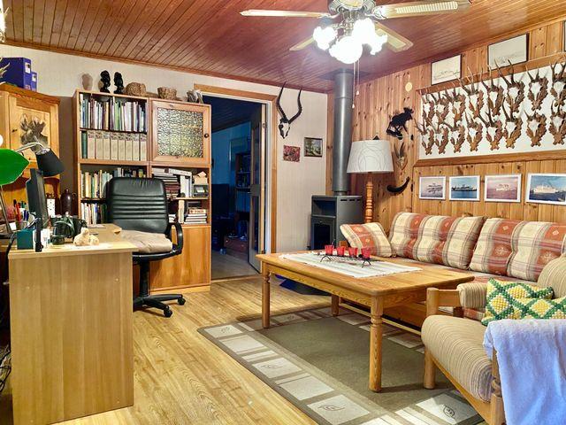 Rum med kamin i anslutning ett större rummet