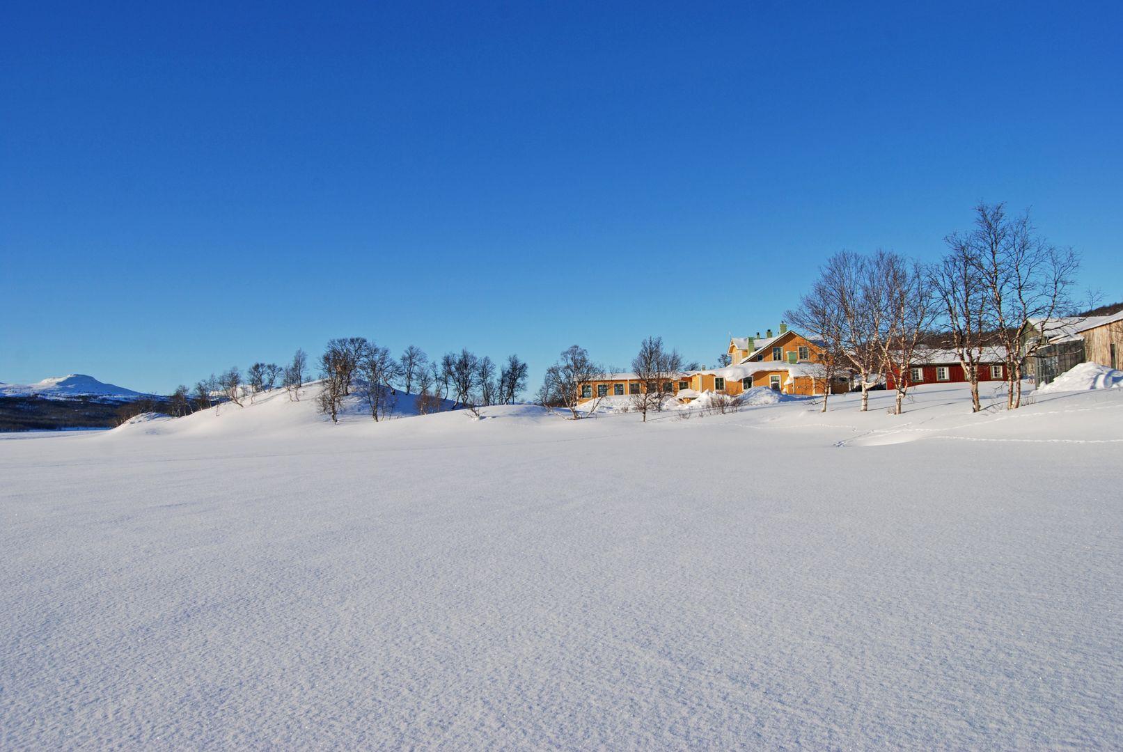 Gå, skida eller ta skoter till Fjällnäs Högfjällshotell ...