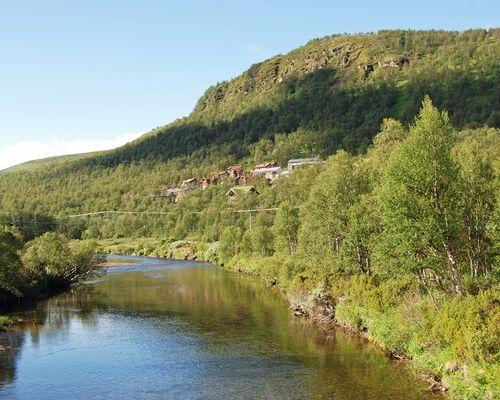 ... med härligt vatten för bad, fiske, paddling mm.