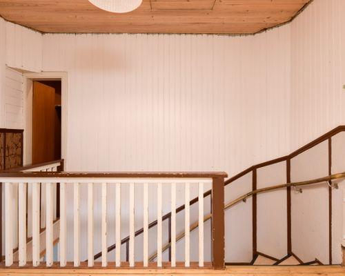 Trappan till lägenheten ovanför