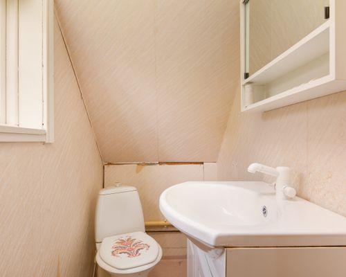 Toalett övervåning (80-tals huset)