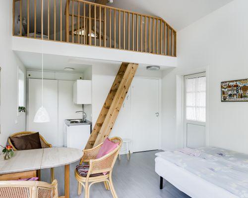 Stuga för uthyrning, allrum/sovrum och sovloft