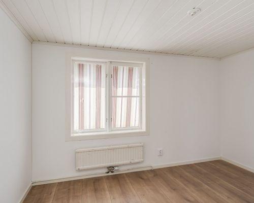 Sovrum, hus 1. Stora lägenheten.
