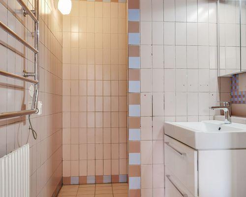 Badrum, hus 1. Lilla lägenheten.